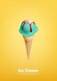 Il gelato blu nel cono, la menta, menta piperita, versa lo sciroppo, vettore Immagini Stock Libere da Diritti