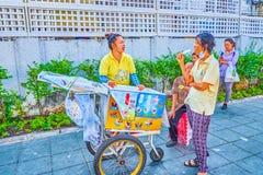Il gelato casalingo a Bangkok, Tailandia fotografia stock