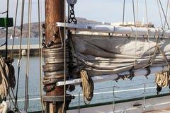 Il gherlino sull'albero della barca a vela Fotografia Stock Libera da Diritti