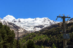 Il ghiacciaio e la trasmissione di Forni si elevano nelle alpi di Ortler, Stelvio National Park Fotografie Stock