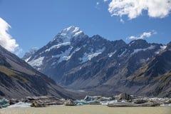 Il ghiacciaio ed il lago della puttana sotto il supporto cucinano Aoraki, Nuova Zelanda Immagine Stock Libera da Diritti