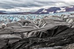 Il ghiacciaio il Serp-i-Molot in una baia riguarda Novaya Zemlya Fotografie Stock