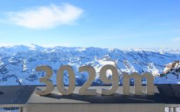 Il ghiacciaio – libertà a 3.029 metri. Montagna di Kitzsteinhorn. Immagine Stock