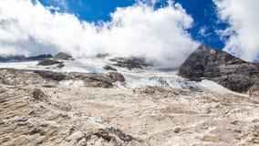Il ghiacciaio sul picco di Marmolada, dolomia Immagini Stock