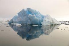 Il ghiaccio di galleggiamento in Groenlandia Immagine Stock