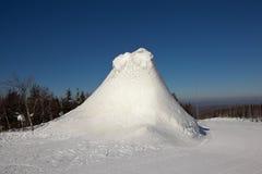 Il ghiaccio fa scorrere sopra la montagna bianca complessa dello sci Nižnij Tagil La Russia Immagini Stock Libere da Diritti