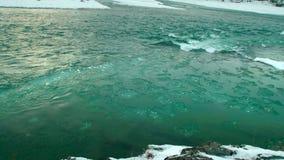 Il ghiaccio sul fiume video d archivio