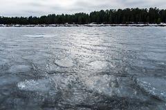 Il ghiaccio sul lago Ladoga L'acqua congelata La struttura sul ghiaccio Fotografia Stock