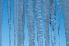 Il ghiacciolo, il ghiaccio o la neve fusi da luce solare e ricongela Fotografie Stock Libere da Diritti