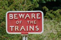 Il ghisa antiquato si guarda da del segno dei treni fotografie stock libere da diritti