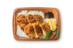 Il giapponese ha fritto nel grasso bollente la carne di maiale o il tonkatsu con riso, le patatine fritte ed il cereale Immagini Stock Libere da Diritti