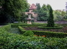 Il giardino del castello del ¼ di KsiÄ… Å situato nel brzych del 'di WaÅ in Polonia fotografia stock