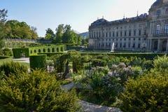 Il giardino del cortile alla residenza di Wurzburg un giorno soleggiato fotografia stock libera da diritti