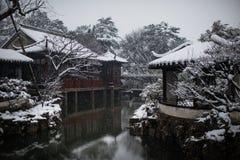 Il giardino dell'amministratore umile in neve, Suzhou antica, porcellana fotografie stock libere da diritti