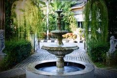 Il giardino della fontana Fotografie Stock Libere da Diritti
