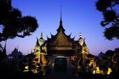 Il gigante gigante e bianco verde a Wat Arun Fotografia Stock