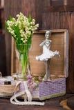 Il giglio sulla valle e la ballerina calcolano la decorazione Immagini Stock Libere da Diritti