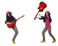 Il giocatore di chitarra dei pantaloni a vita bassa su bianco Fotografie Stock Libere da Diritti