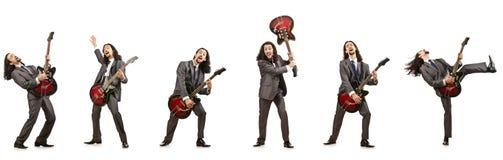 Il giocatore di chitarra divertente isolato su bianco Immagine Stock