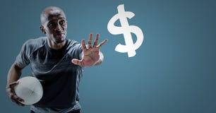Il giocatore di rugby con distribuisce verso il simbolo di dollaro contro fondo blu Immagini Stock Libere da Diritti
