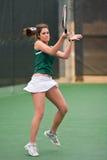 Il giocatore di tennis femminile segue attraverso con il treno anteriore Immagine Stock Libera da Diritti