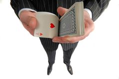 Il giocatore rimescola le schede fotografie stock libere da diritti