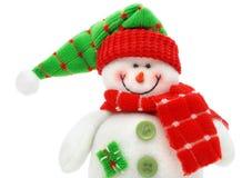 Il giocattolo sorridente del pupazzo di neve si è vestito in sciarpa e protezione fotografie stock libere da diritti