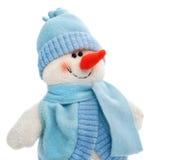 Il giocattolo sorridente del pupazzo di neve si è vestito in sciarpa e protezione Immagini Stock