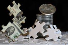 Il gioco dei beni duri che passano con il puzzle finanziario Fotografia Stock Libera da Diritti