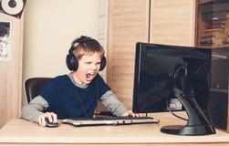 Il gioco, spettacolo, la tecnologia, ha lasciato il concetto del gioco del ` s SCR arrabbiato Fotografie Stock Libere da Diritti