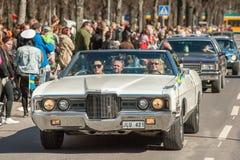 Il giorno classico di parata dell'automobile maggio celebra la molla in Svezia Fotografie Stock Libere da Diritti