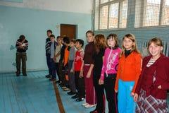 Il giorno dell'insegnante in una scuola rurale nella regione di Kaluga di Russia Immagini Stock Libere da Diritti