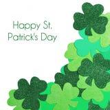 Il giorno di St Patrick. Confine d'angolo dell'acetosella isolato Fotografia Stock Libera da Diritti
