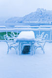 Il giorno freddo in un ristorante con molta neve nel lago ha sanguinato in alpi slovene Immagine Stock Libera da Diritti