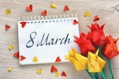 Il giorno internazionale del ` s delle donne, tulipani incarta gli origami Immagine Stock