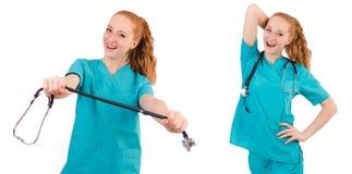 Il giovane apprendista medico con lo stetoscopio isolato su bianco Immagini Stock