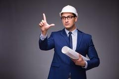 Il giovane architetto nel concetto industriale Immagine Stock