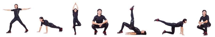 Il giovane che fa gli esercizi su bianco Fotografie Stock Libere da Diritti