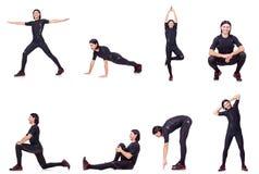 Il giovane che fa gli esercizi su bianco Fotografia Stock