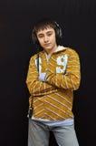 Il giovane DJ con le cuffie Immagini Stock Libere da Diritti