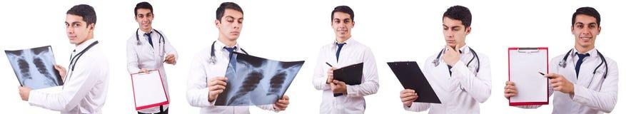 Il giovane medico con l'immagine dei raggi x su bianco Immagine Stock Libera da Diritti