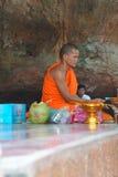 Il giovane monaco buddista esprime il parere Fotografia Stock