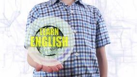 Il giovane mostra che un ologramma del pianeta Terra ed il testo imparano l'inglese stock footage