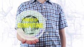 Il giovane mostra un ologramma del potere del testo e del pianeta Terra di computazione stock footage
