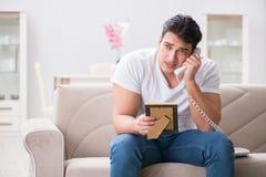 Il giovane nel concetto triste del biglietto di S. Valentino del san Immagine Stock Libera da Diritti