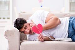 Il giovane nel concetto triste del biglietto di S. Valentino del san Fotografie Stock Libere da Diritti