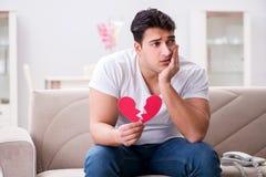Il giovane nel concetto triste del biglietto di S. Valentino del san Fotografia Stock