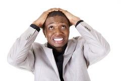 Il giovane nero ha disturbato l'uomo d'affari fotografie stock