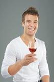 Il giovane prende un bicchiere di vino Fotografia Stock