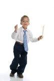 Il giovane ragazzo vestito come uomo d'affari tiene la busta Fotografie Stock Libere da Diritti
